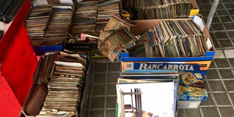 plader på loppemarked